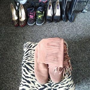 Fringed sued wedge heeled boot